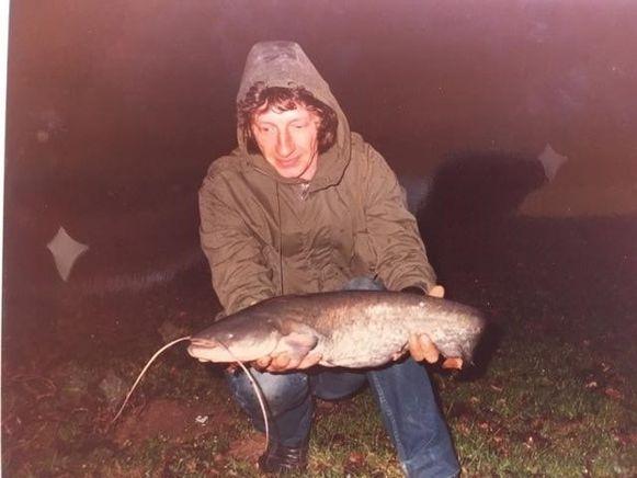 Gustaaf in 1985 toen hij door Johnny op de vijver werd gezet