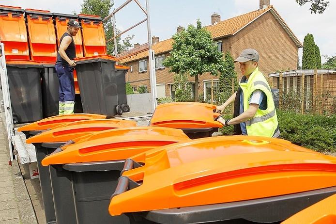 De oranje containers voor pmd-afval die in 2012 zijn ingevoerd in Bronckhorst, mogen alweer ingeleverd worden in het nieuwe afvalregime van de Achterhoekse gemeente.