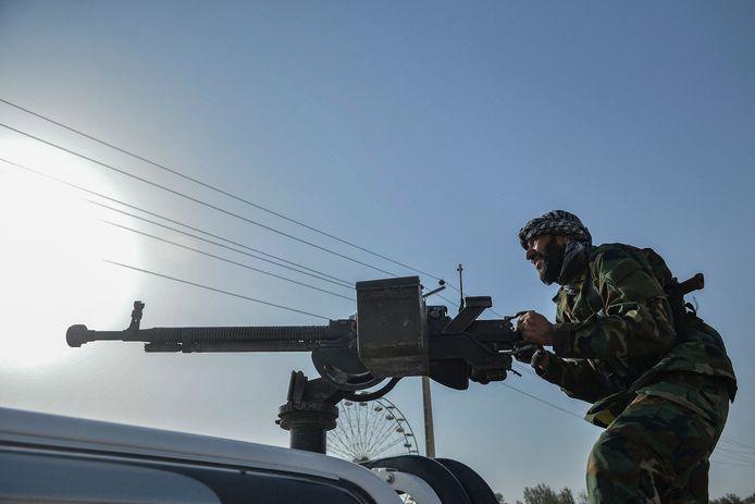 Afghaans veiligheidspersoneel en Afghaanse milities bij gevechten tegen de taliban in de provincie Herat.