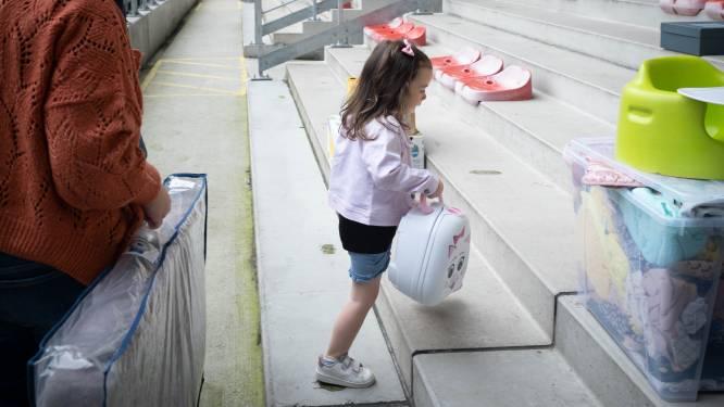 Zelfs Marie (3) helpt slachtoffers van watersnood: supporters KV Mechelen zamelen kleding, dekens en eten in