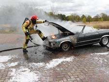 Klassieke Mercedes gaat in vlammen op in Oirschot