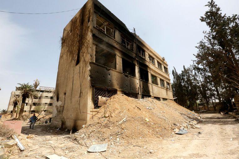 De verwoeste al-Touba gevangenis in Douma, vlak buiten Damascus. © AFP Beeld EPA