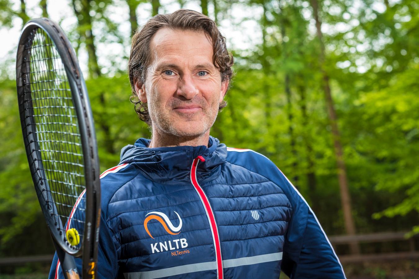 Oud-tennisser Jacco Eltingh heeft de beste papieren om Adriaan Visser, de voorzitter die na de zomer vertrekt, op te volgen bij PEC Zwolle.