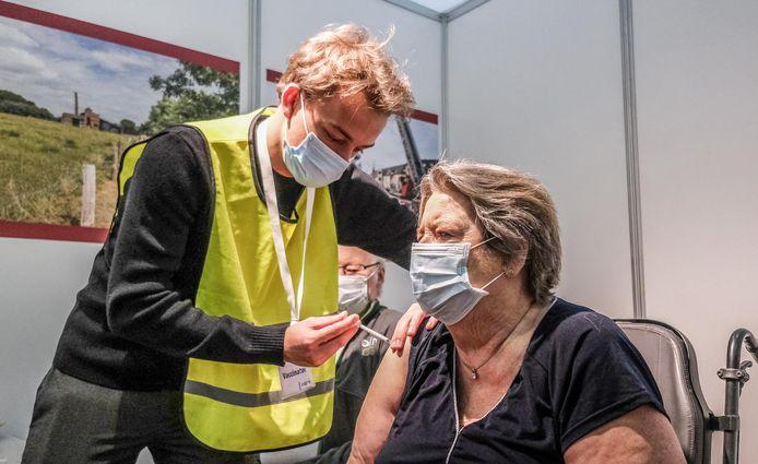 Omer Delporte & Annie Vanzieleghem : 51 jaar getrouwd + vaccinprik in Expo