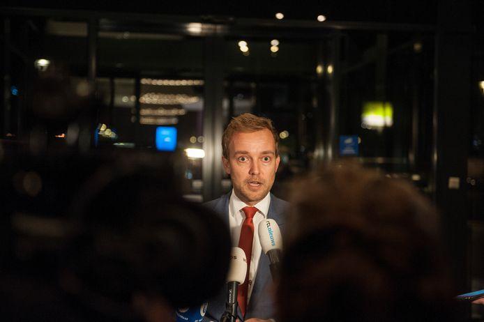 Lennart van der Linden, inmiddels partijvoorzitter, gaf gisteravond tekst en Uitleg in Tiel.