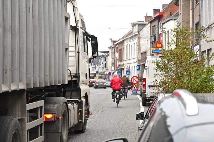 Door het invoeren van eenrichtingsverkeer wil de stad meer ruimte creëren voor de zwakke weggebruikers en voor extra groen.