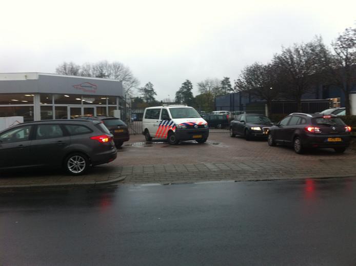 De inval bij autobedrijf Easy Driving aan de Wagenmakershoek in Apeldoorn, 16 november