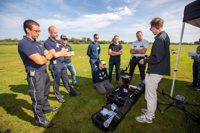 Liefst 180 werkkrachten van politiezones en hulpverleningsdiensten uit heel België schreven zich in voor de 'Police Drone Day'.