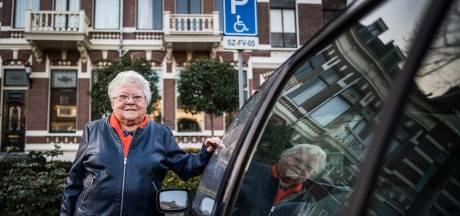 Bejaarde Dora (91) nieuw slachtoffer Arnhemse parkeerkaartdieven: 'Waar zijn ze mee bezig?'