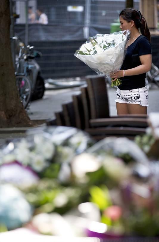 De bloemenzee voor restaurant Asain Glories groeit met de minuut.