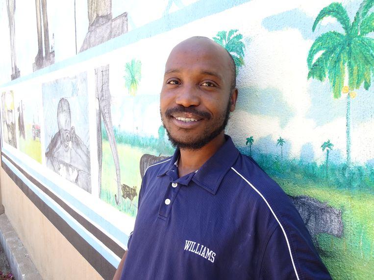 Schrijver Donald Molosi in Gaborone, de hoofdstad van Botswana.  Beeld Erik van Zwam