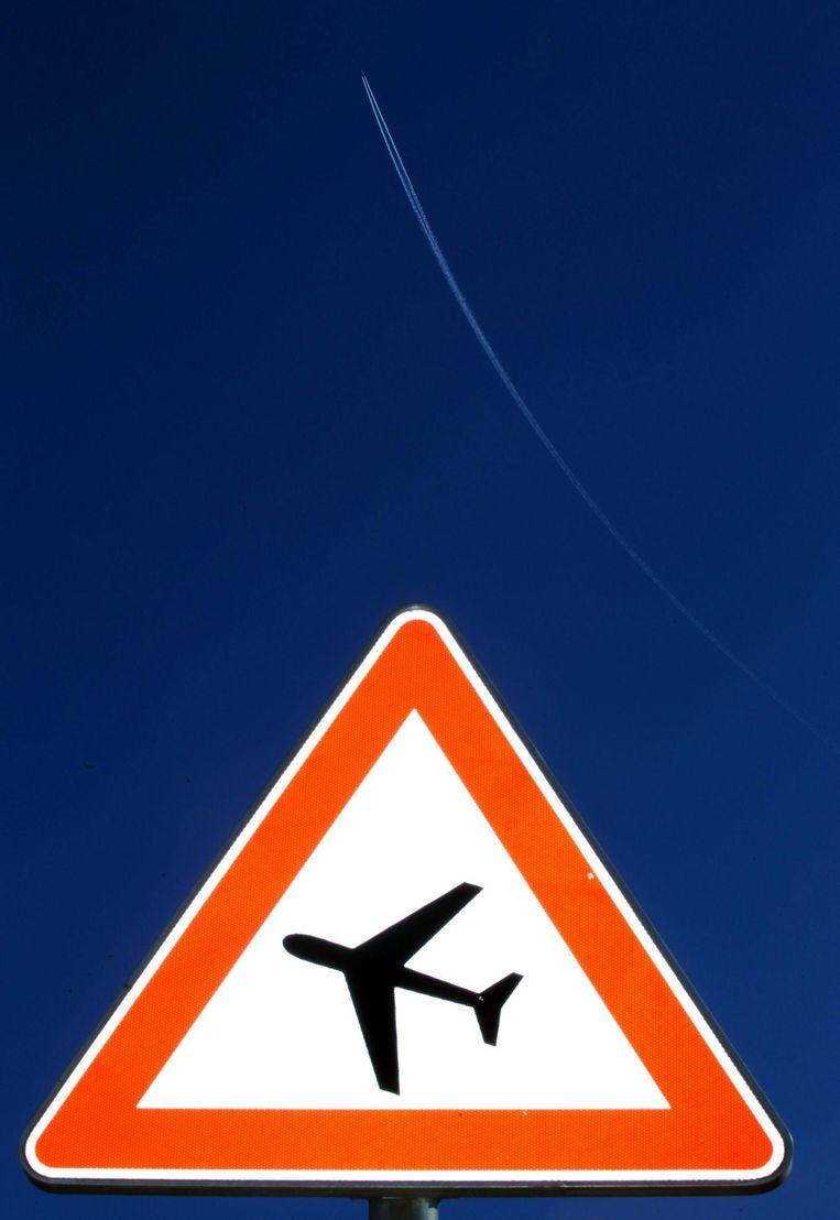 De luchtvaartsector zou via belastingen ook moeten bijdragen aan de schadelijke effecten van CO2-uitstoot. Beeld afp