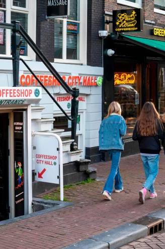 """Mogelijk geen toegang meer tot Amsterdamse coffeeshops voor buitenlanders: """"Pure discriminatie"""""""