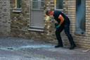 De politie deed zaterdag onderzoek na een explosie op de hoek van de Zuiderhagen en Op de Wal in de binnenstad van Enschede.