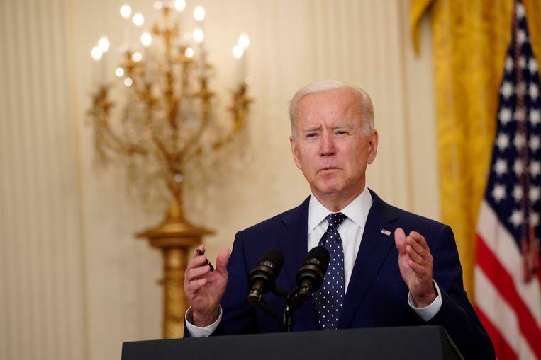 De Amerikaanse president Joe Biden in het Witte Huis tijdens zijn speech waarin hij de sancties tegen Rusland bekendmaakt. Beeld EPA