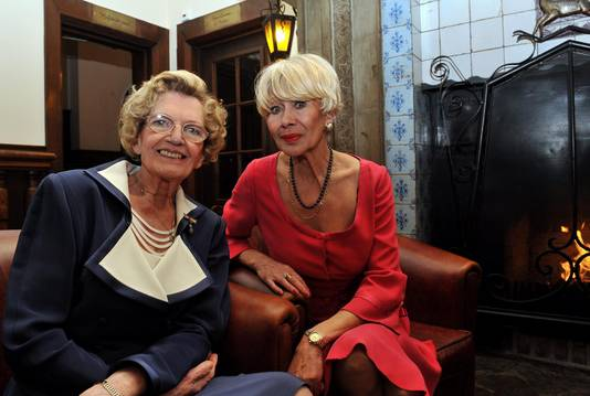 Mieke Telkamp en haar goede vriendin Anneke Grönloh in 2011.