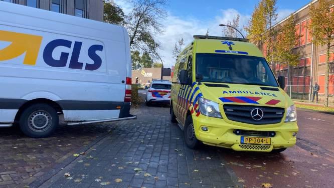 Fietsster met spoed naar het ziekenhuis na aanrijding met bestelbus in Hengelo