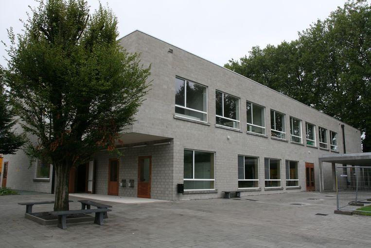 Het nieuwe schoolgebouw in de Koebrugstraat.