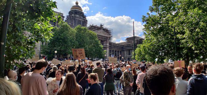10.000 mensen verzamelden voor het Justitiepaleis.