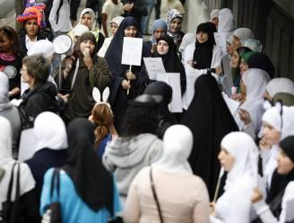 Protest tegen hoofddoekverbod in Antwerps Atheneum