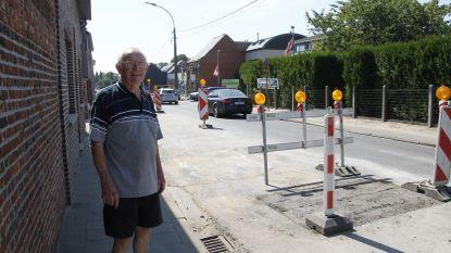 Ongeduldige chauffeur negeert rode licht, rijdt werkman bewust aan en pleegt vluchtmisdrijf in Berlare