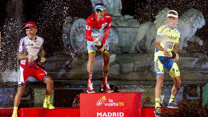 Winnaar Fabio Aru, met (l) Joaquim Rodríguez en (r) Rafal Majka.