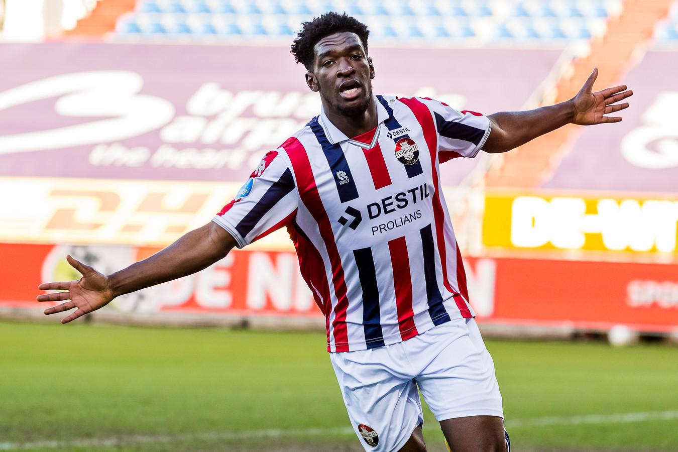 Kwasi Wriedt viert zijn treffer tegen SC Heerenveen.
