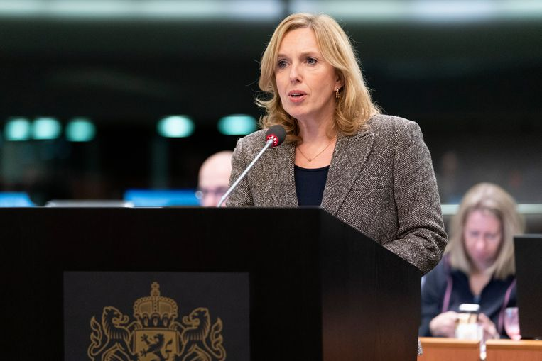 Suzanne Otters, fractievoorzitter van de VVD in de Provinciale Staten van Noord-Brabant, tijdens een vergadering van de Provinciale Staten. Beeld Marc Bolsius