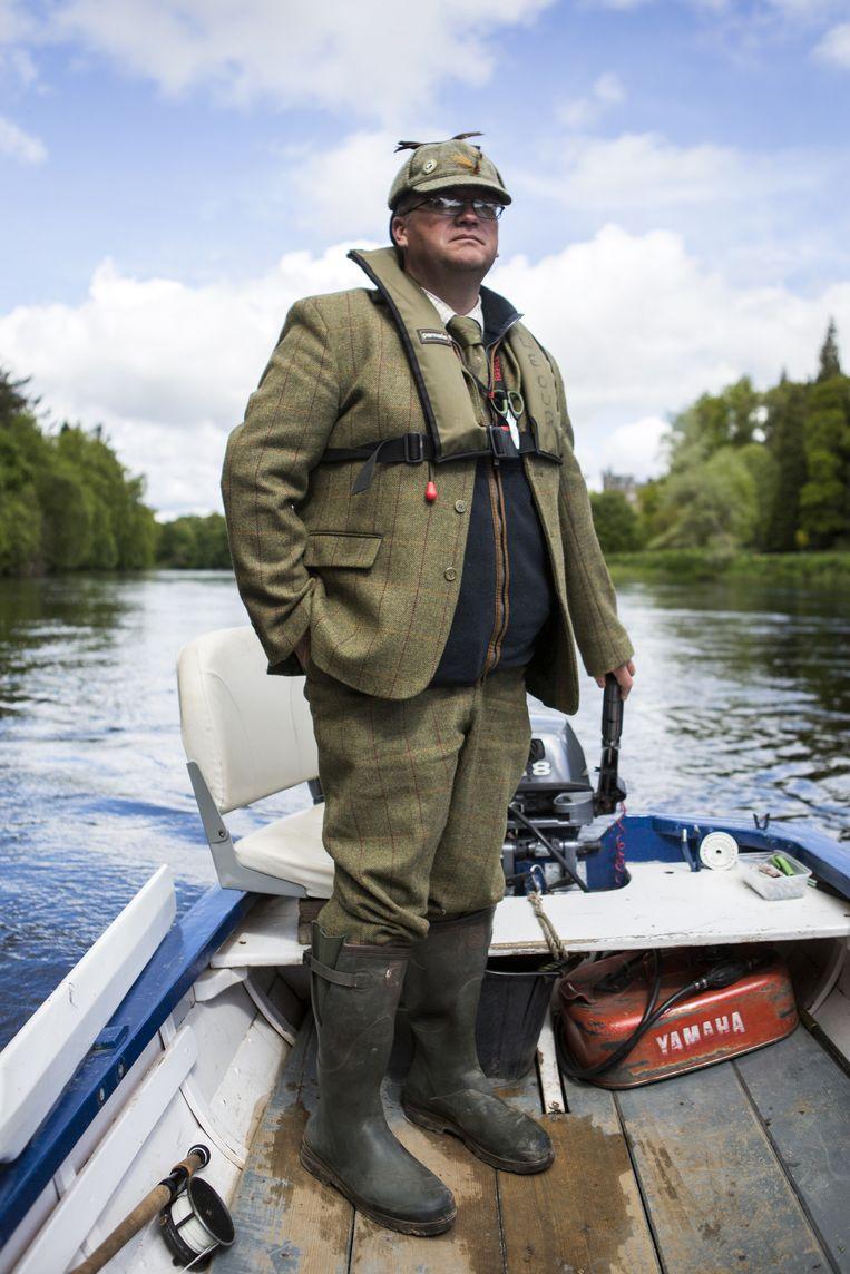 Vissen met visgids Callum McRoberts op de rivier Tay. Beeld Julius Schrank