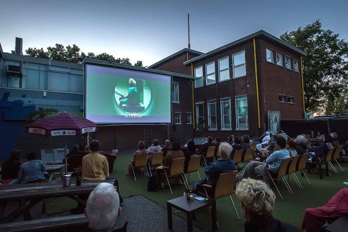 Het Chassé Theater draait deze zomer weer films in de buitenlucht onder de noemer Sunset Cinema bij Podium Bloos (foto) en op het promenade Terras bij het Chassé Theater.