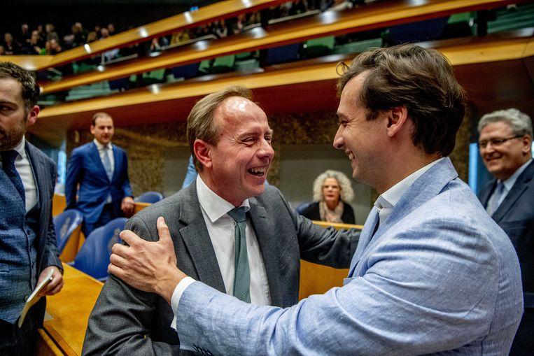 Thierry Baudet en Kees van der Staaij in de Tweede Kamer op de dag na de verkiezingen voor de provinciale staten. Beeld ANP - Robin Utrecht