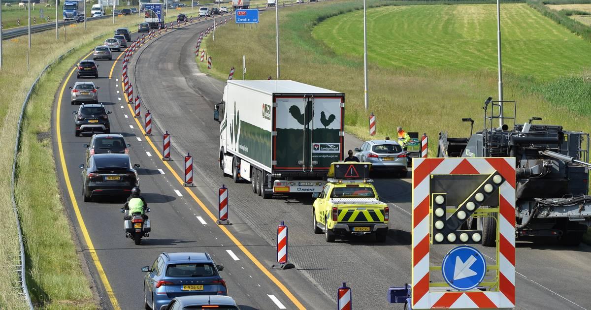 File op A50 tussen Apeldoorn en Vaassen na botsing tussen vrachtwagen en auto.