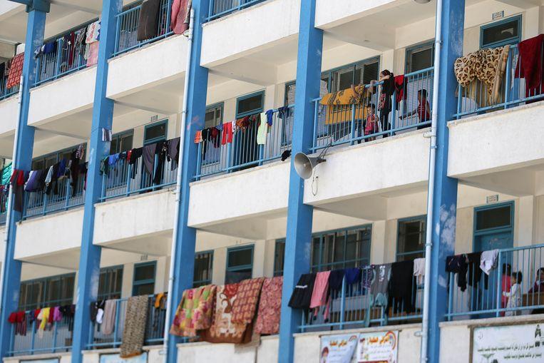 Palestijnen die hun huizen in Gaza ontvluchtten, vinden onderdak in een school die gerund wordt door de VN. Beeld REUTERS