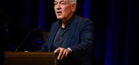 Stadsdichter Dick Schlüter zal overal in Enschede te zien zijn: 'Mensen zijn vooral bekend met hun eigen wijk'