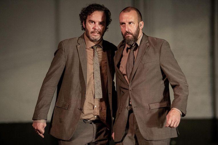 Acteurs Tom Dewispelaere en Tom Vn Dyck in 'Wachten op Godot'.  Beeld kurt van der elst