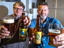 Wijhenaren Bjorn en Roland laten hun Chaosbiertjes los op Salland: 'Een eigen brouwerij is onze ultieme droom'