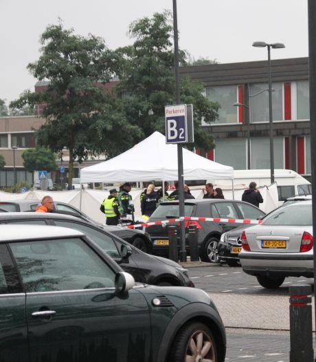 Politie doet onderzoek in Almelose woning na vondst lichaam bij ZGT