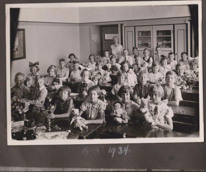 Een klassenfoto van Jettie Quast uit 1934.