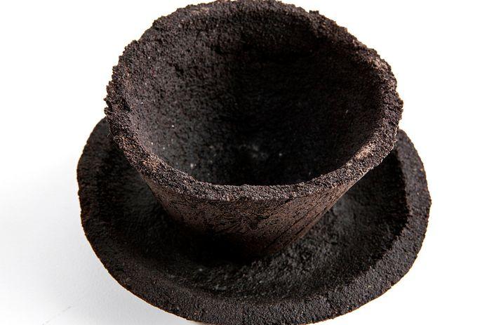 Servies gemaakt van koffiedrab.
