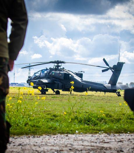 Apache raakt vogel en maakt voorzorgslanding