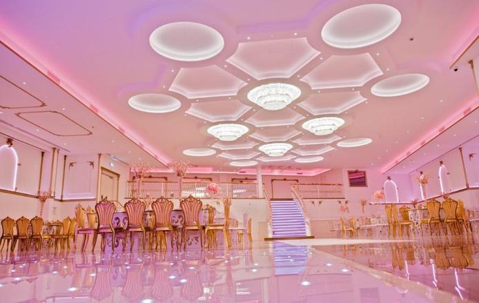 Een impressie van de verlichte zaal.