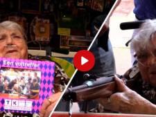 Video van de Dag | Levende legende Luchtbuks Ria in rolstoel naar Tilburgse kermis. Is de 101-jarige het verleerd?