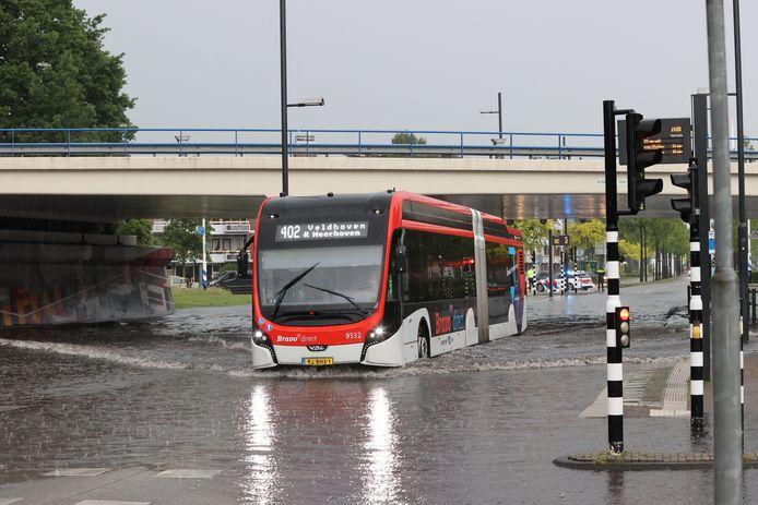 De tunnel bij de Noord-Brabantlaan in Eindhoven werd afgesloten vanwege de wateroverlast.