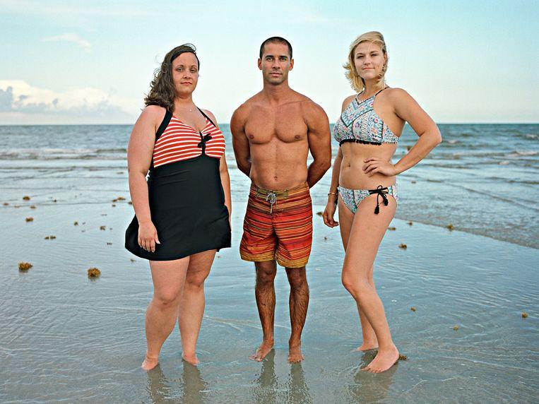 Pedro, alleenstaande vader van een drieling, met draagmoeder Mandi en eidonor Sloane. Miami, Florida. Beeld Bart Heynen