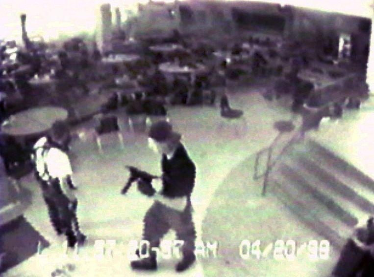 Eric Harris en Dylan Klebold, die in 1999 een slachting aanrichtten op de Columbine High School in Littleton, Colorado, zouden volgens sommige media voor hun daden geïnspireerd zijn door hun idool Marilyn Manson. Beeld AP