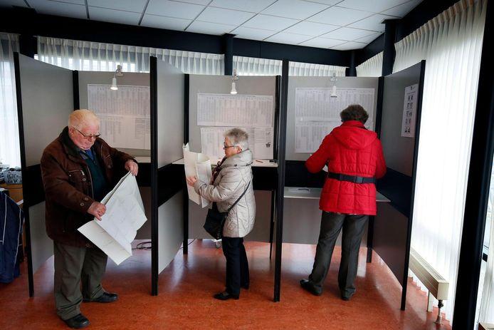 Worstelen met het stembiljet in Werkendam.