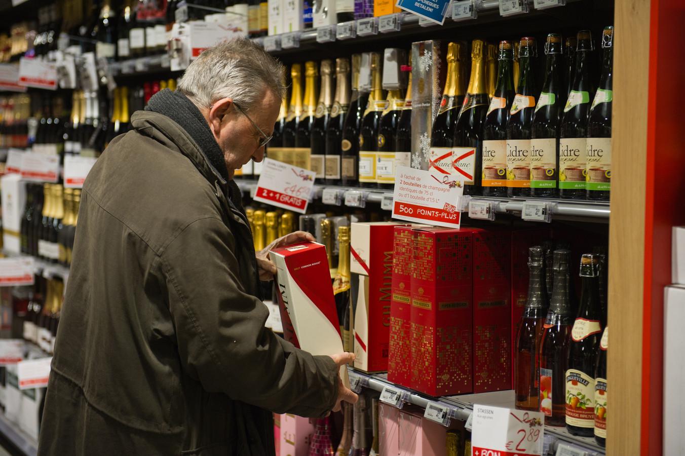 Loop in België een willekeurige supermarkt binnen en de kreeften, oesters en kangoeroefiletjes blinken je tegemoet. Elk najaar in elke supermarkt een wijnbeurs. Vergelijk dat met de relatieve armoe in sommige Nederlandse supermarkten...