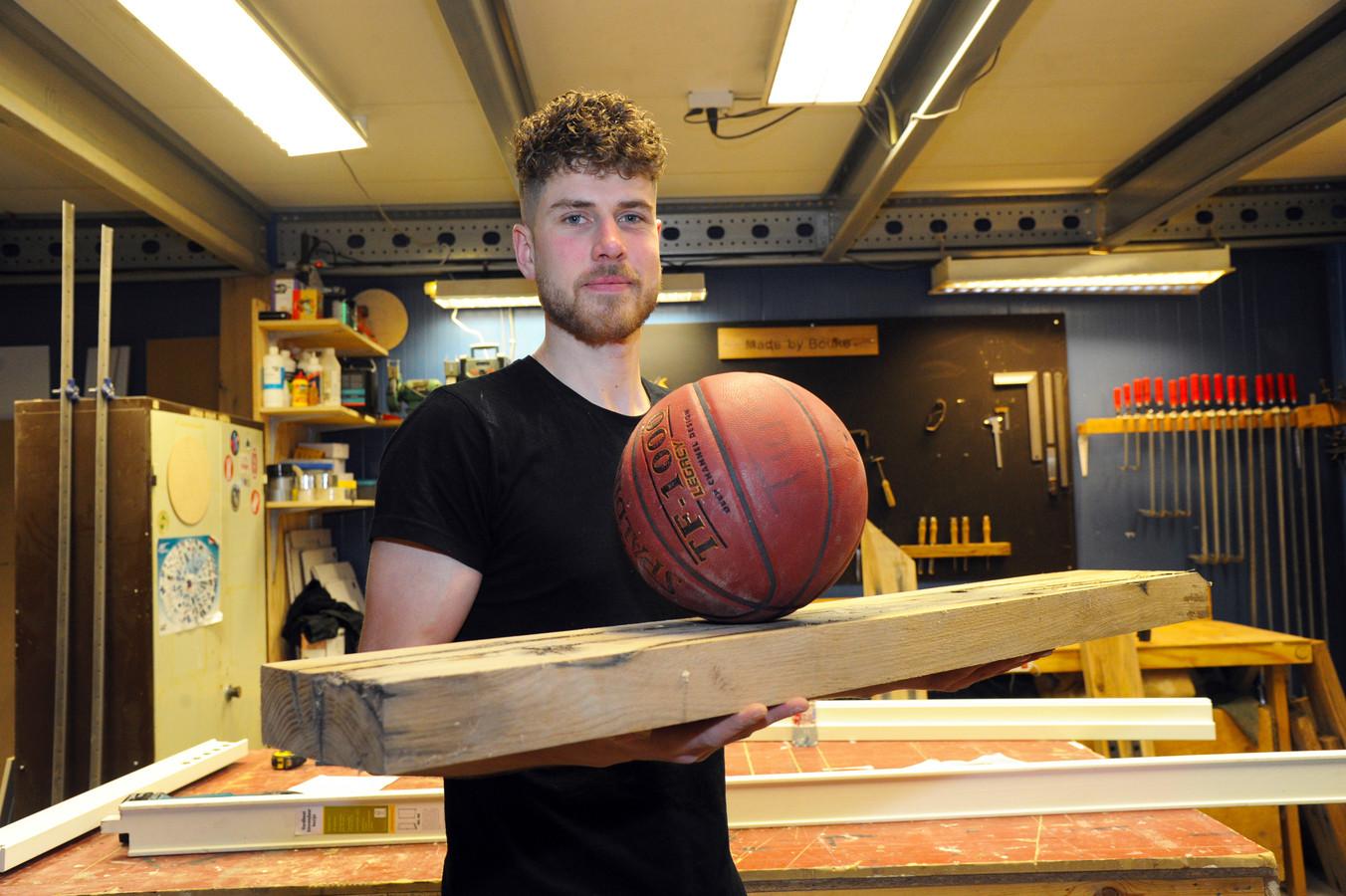 Bouke Schrik is basketballer en meubelmaker.