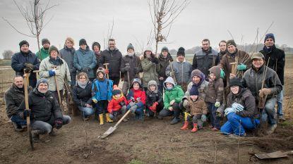 Vrijwilligers vergroenen Vijfwegenpoel