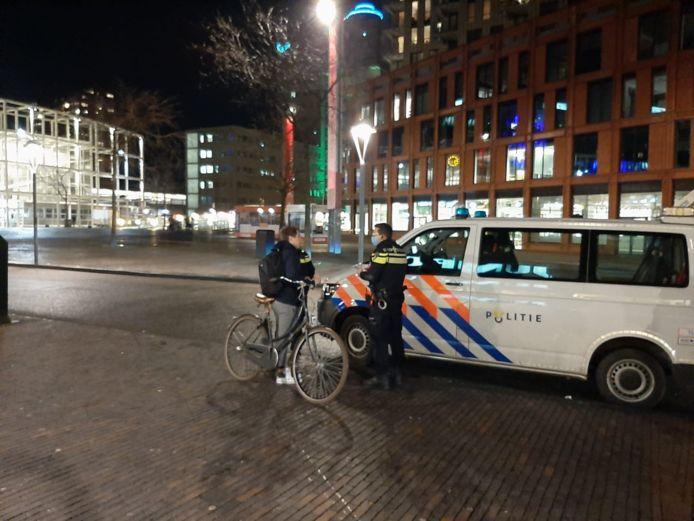 Een fietser krijgt een boete in Leiden omdat hij zich niet aan de avondklok hield, foto ter illustratie.